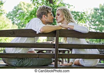 beijando, par, banco