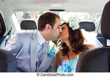beijando, par, recém casado