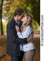 beijando, par, romanticos