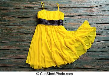 beiläufig, gelbes kleid, mit, straps.