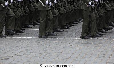 beine, soldaten, märz, in, reihen, auf, bürgersteig, an,...