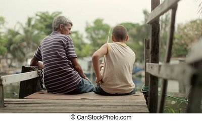 bejaarde, en, jongen vissen, op, rivier