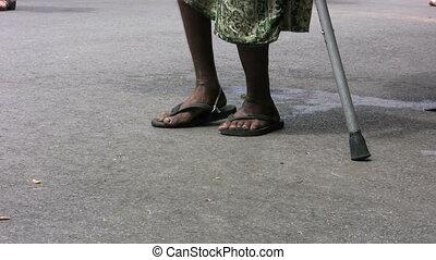 bejaarde, wandelende, met, een, stok