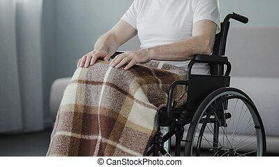 bejaarde, zittende , in, wheelchair, op, rehabilitatie, centrum, lijden, gezondheid, probleem