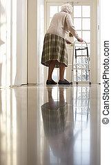 bejaarden, oude vrouw, gebruik, lopend met vensterraam