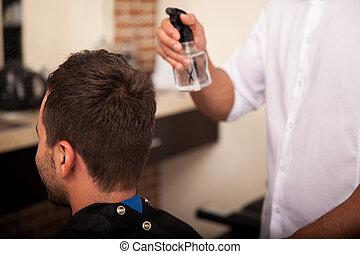 bekommen, haarschnitt, in, a, frisörgeschäft