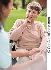 bekymret, senior kvinde
