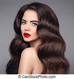 beleza, hair., morena, menina, retrato, com, batom vermelho, e, longo, brilhante, ondulado, hair., bonito, modelo, com, saudável, penteado, isolado, ligado, estúdio, escuro, experiência.