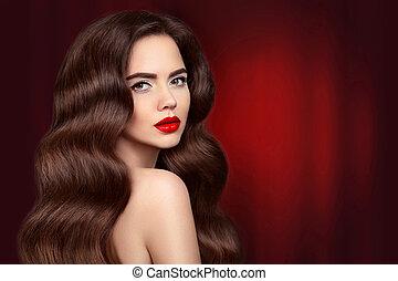 beleza, hair., morena, menina, retrato, com, lábios vermelhos, maquilagem, e, longo, brilhante, ondulado, hair., bonito, modelo, com, saudável, penteado, isolado, ligado, cortinado, cortinas, escuro, experiência., deslumbrante, glamour, lady.