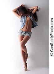 beleza, mulher jovem, topless, posar, em, camisa