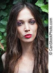 beleza, retrato, de, mulher jovem, ao ar livre, em, jardim