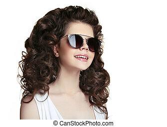 beleza, retrato, moda, menina adolescente, desgastar, elegante, óculos de sol, isolado