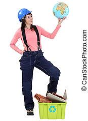 beliggende, kvinde, klode, recyclable, holde, affald
