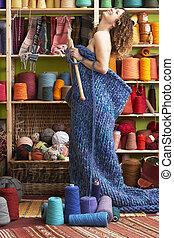 beliggende, nøgen kvinde, garn, strikk, artiklen, forside, fremvisning