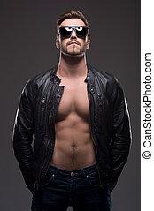 beliggende, sunglasses, gråne, læder coat, unge, isoleret,...