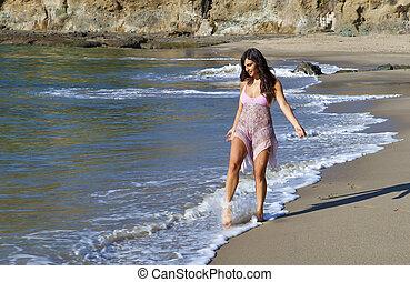 bella donna, camminare, spiaggia