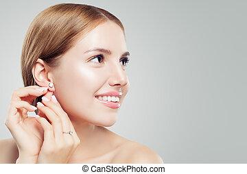 bella donna, gioielleria, diamante, faccia, allegro, orecchino, anello, closeup, model., orecchini, donne