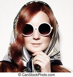 bella donna, giovane, sunglasses., moda, ritratto, rotondo