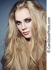 bella donna, occhio, giovane, capelli lunghi, trucco, elegante, biondo, smokie