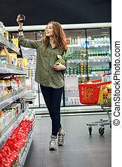bella donna, shopping, giovane, supermercato