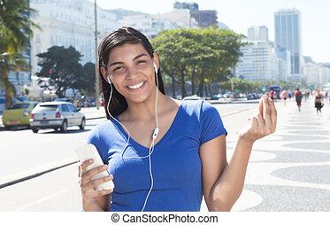 bella donna, telefono, musica latina, ascolto