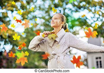 bella ragazza, tra, il, foglie acero