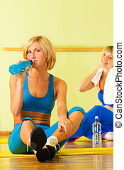 belle donne, rilassante, secondo, esercizio idoneità
