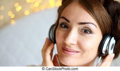 belle femme, écoute, chanson, lumière, écouteurs, fond, musical
