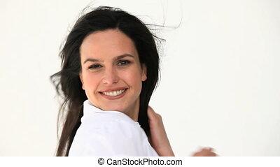 belle femme, appareil photo, poser