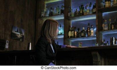 belle femme, barre, cocktail, 4k, boire