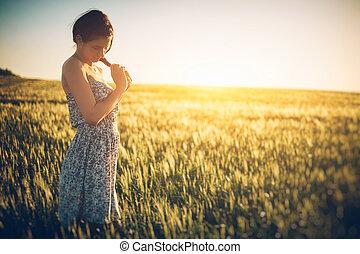 belle femme, blé, printemps, jeune, champ