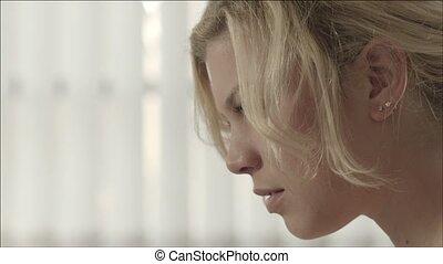 belle femme, blond, jeune, sourire