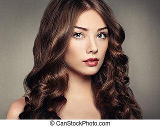 belle femme, bouclé, jeune, cheveux, portrait