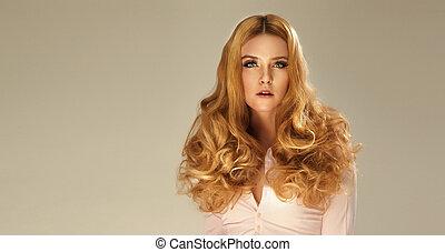 belle femme, bouclé, longs cheveux, portrait