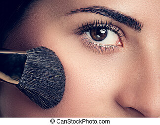belle femme, brosse, maquillage