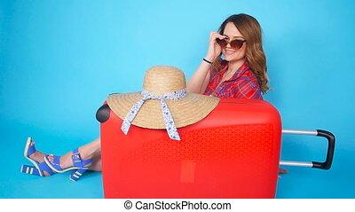 belle femme, chapeau, jeune, valise