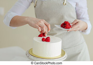 belle femme, créer, photo, haut, tondu, fin, cake.