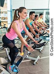 belle femme, cyclisme, crise, séance entraînement, intérieur...