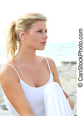 belle femme, délassant, closeup, blonds, plage