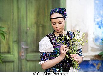 belle femme, dans, national, folklorique, déguisement