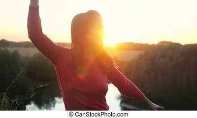 belle femme, danse, mouvement, lent, dehors, pendant, heureux, 1920x1080, sunset.