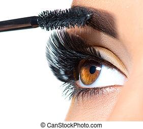 belle femme, demande, elle, mèches, maquillage, long, mascara, eyes., closeup.