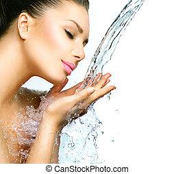 belle femme, elle, eau, eclabousse, mains
