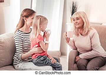 belle femme, elle, mère, chaud, chevelu, avoir, parler