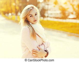 belle femme, ensoleillé, jeune, automne, portrait, jour