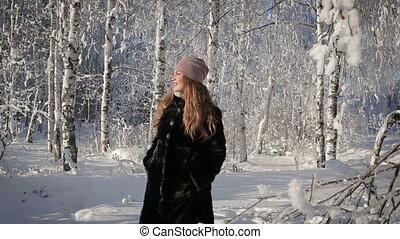 belle femme, hiver, parc, day., promenades, heureux