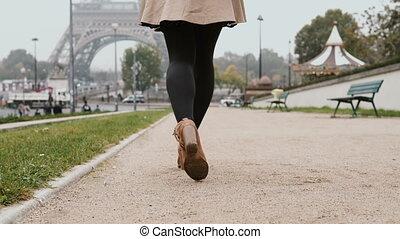belle femme, impression., conversation, mobile, eiffel, jeune, paris, france, téléphone, partage, tour