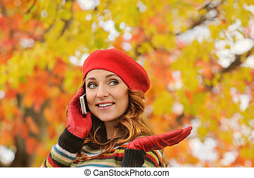 belle femme, jeune, béret, séduisant, portrait, talkin, rouges