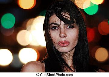 belle femme, jeune, brunette, nuit, portrait