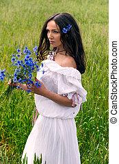 belle femme, jeune, champ, portrait, fleurs